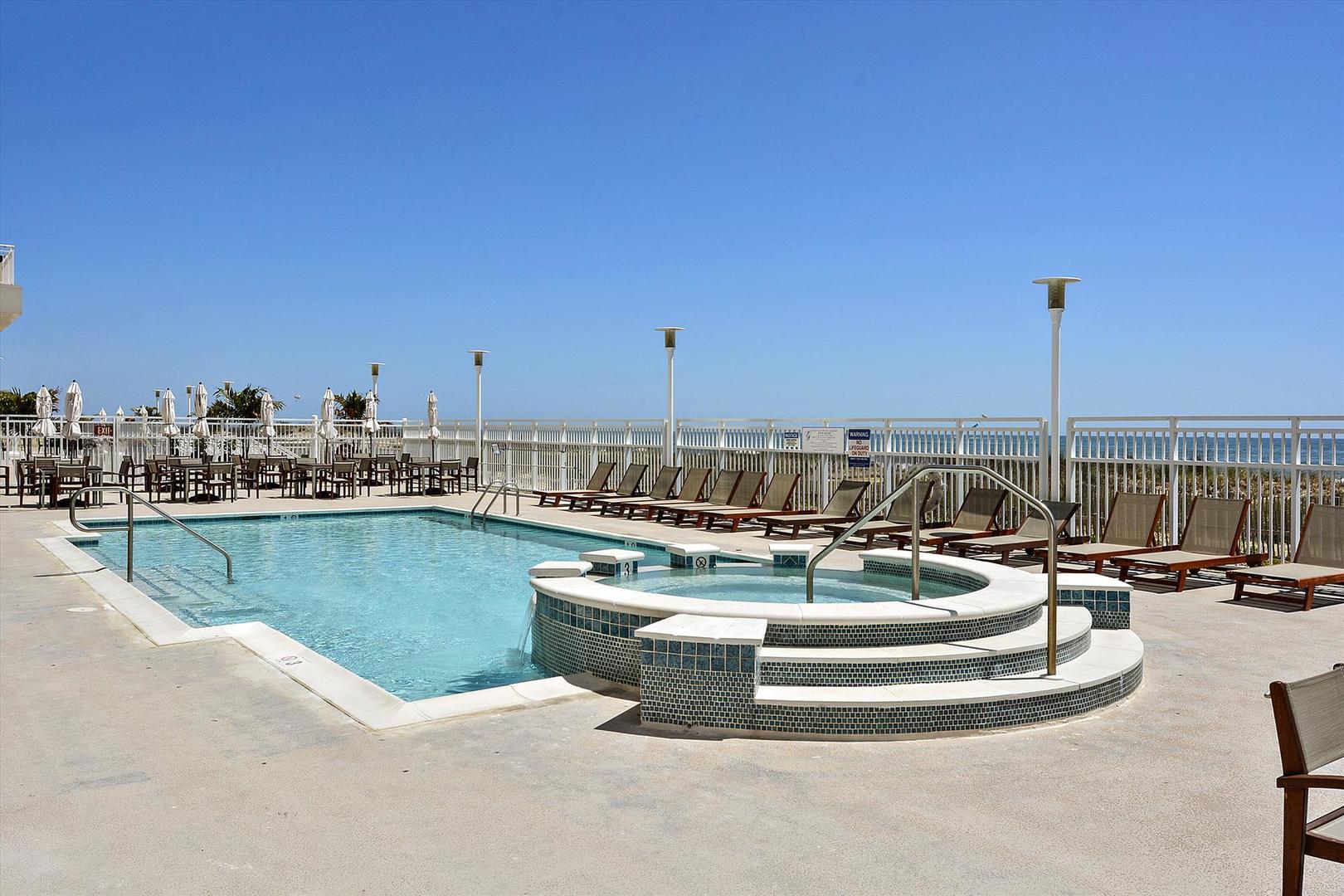 Gateway Grand - Outdoor Pool