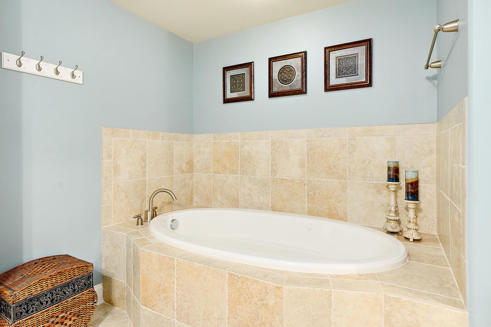 Rivendell 710 - Master Bathroom