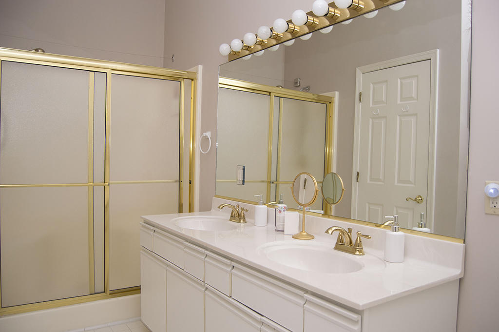 Harbour Club 5E - Master Bathroom