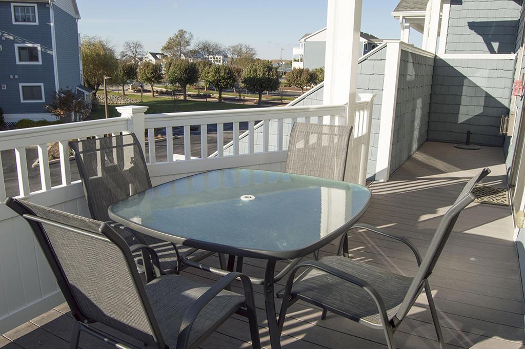 Harbour Club 5E - Deck View