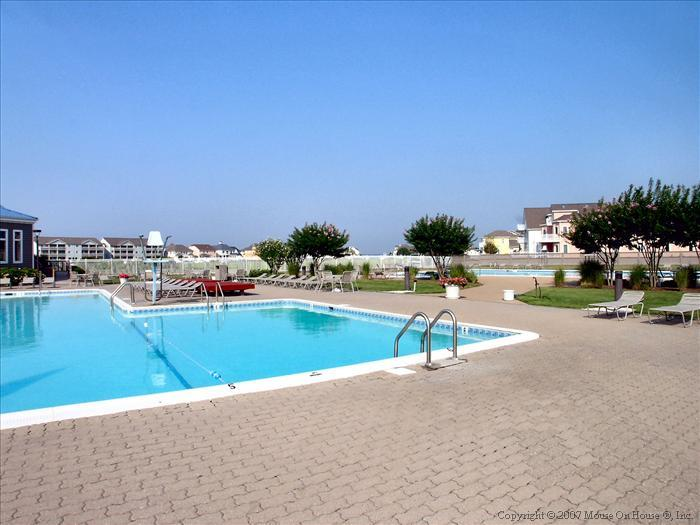 Harbour Club Outdoor Pool