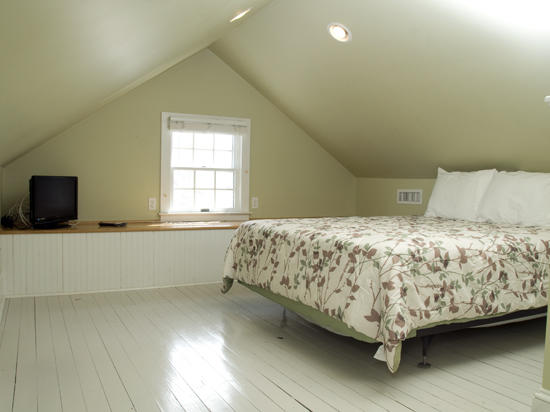 900 Philadelphia Ave - Top Floo Bedroom
