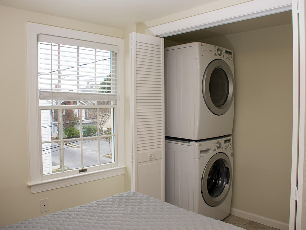 Carrage House, Full Size Washer & Dryer