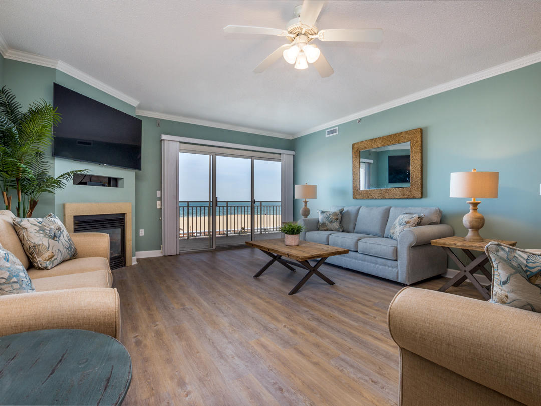 Oceans Pointe, 202 - Living Room