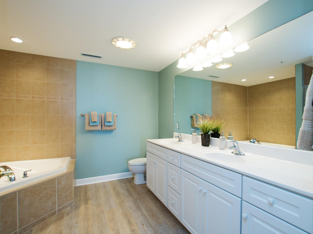 Oceans Pointe, 202 - Master Bathroom