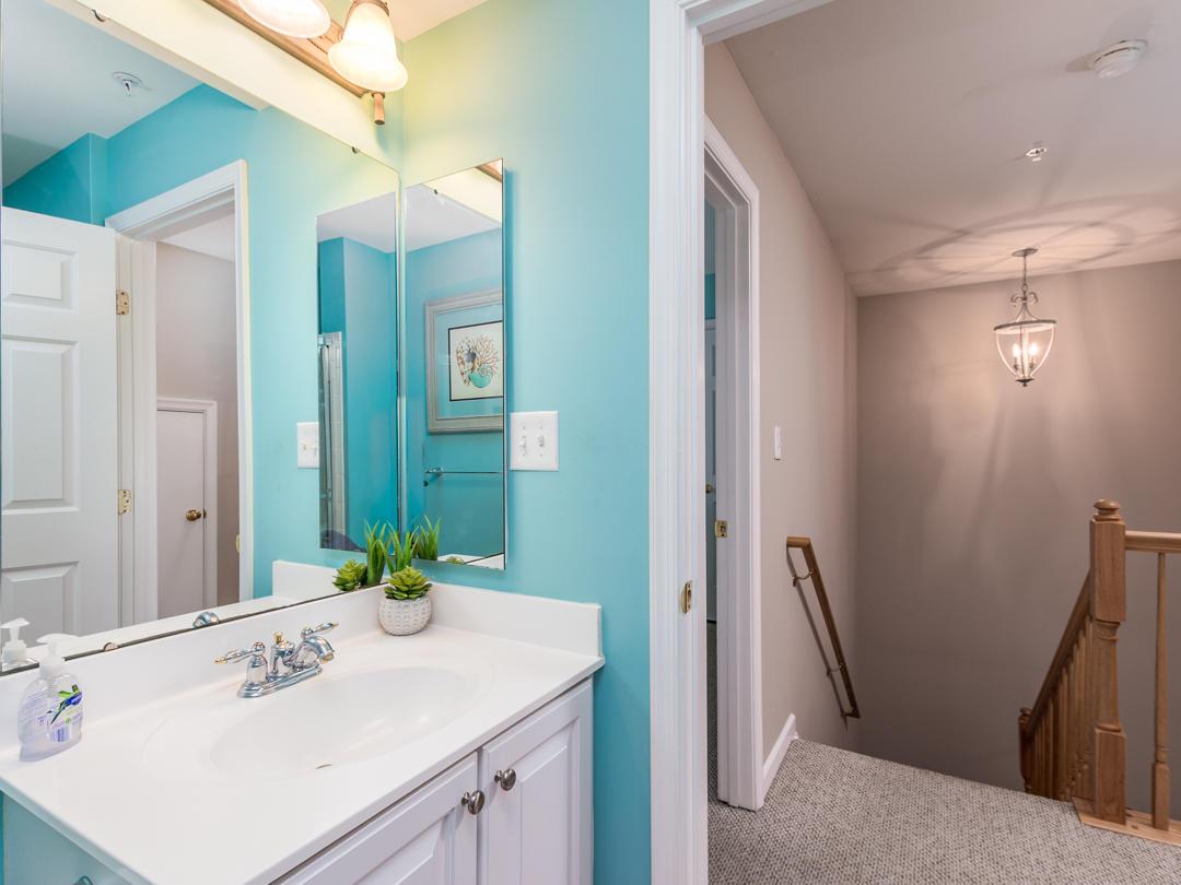 18 Beach Walk Lane - Top Floor Bathroom