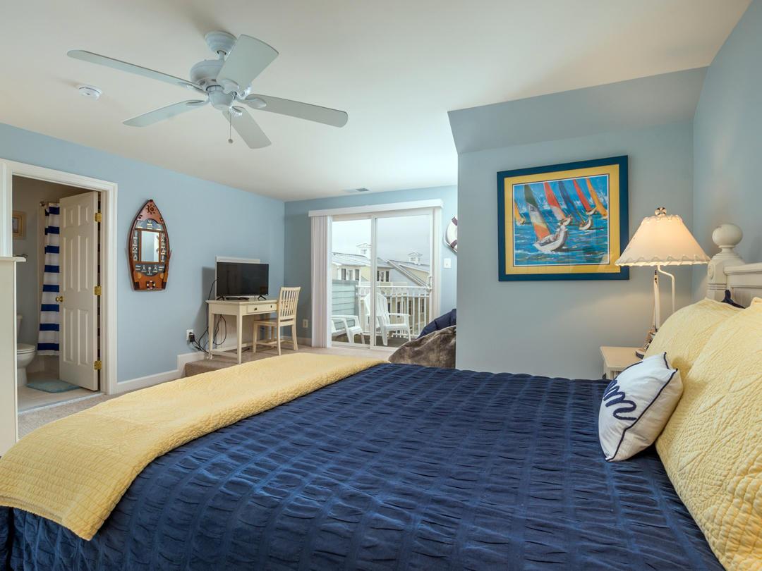 Sunset Island, 17 Fountain Drive West - Top Floor Bedroom