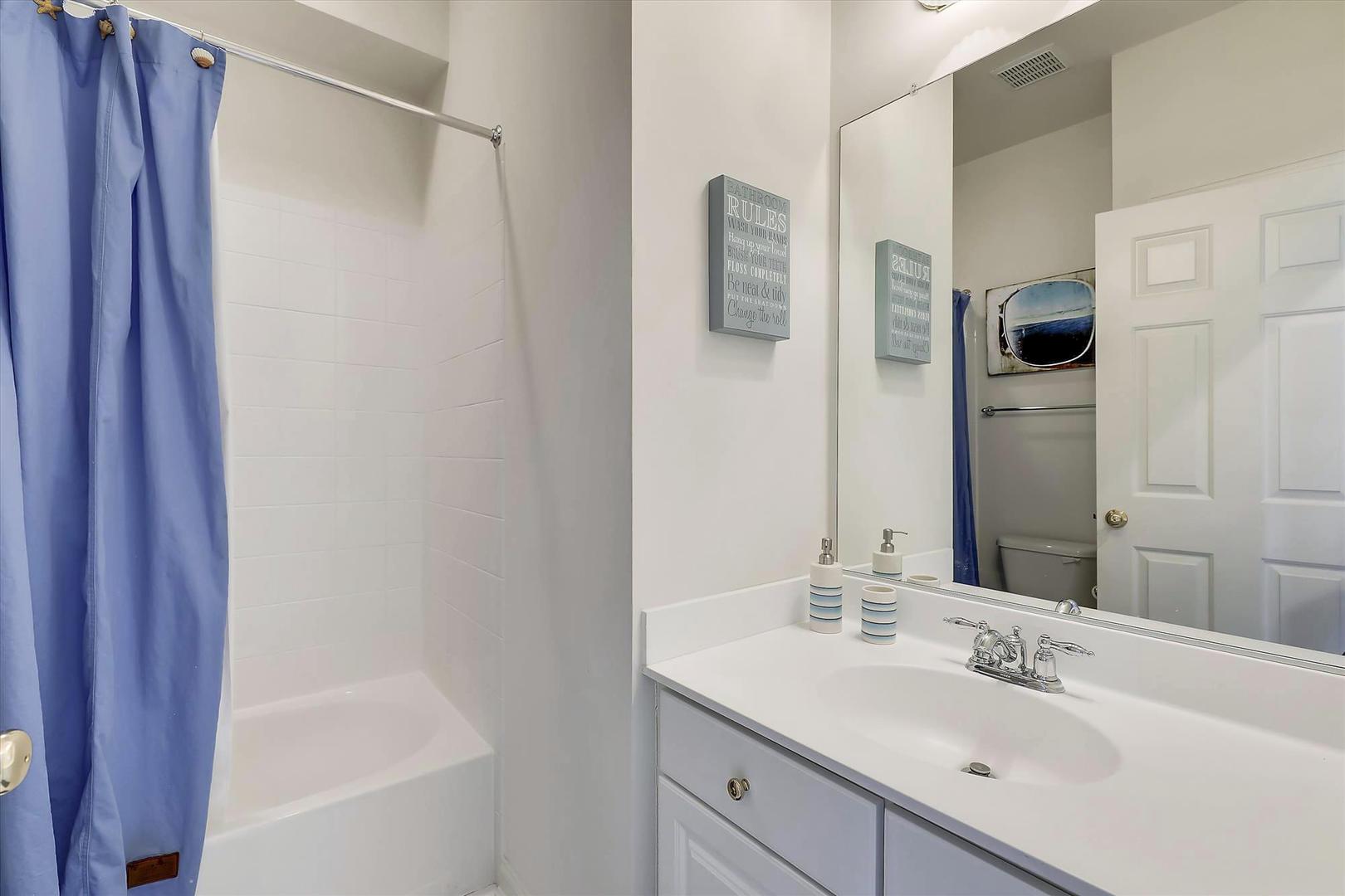 Sunset Island 17 Fountain Dr. W - 3rd Floor Hall Bathroom