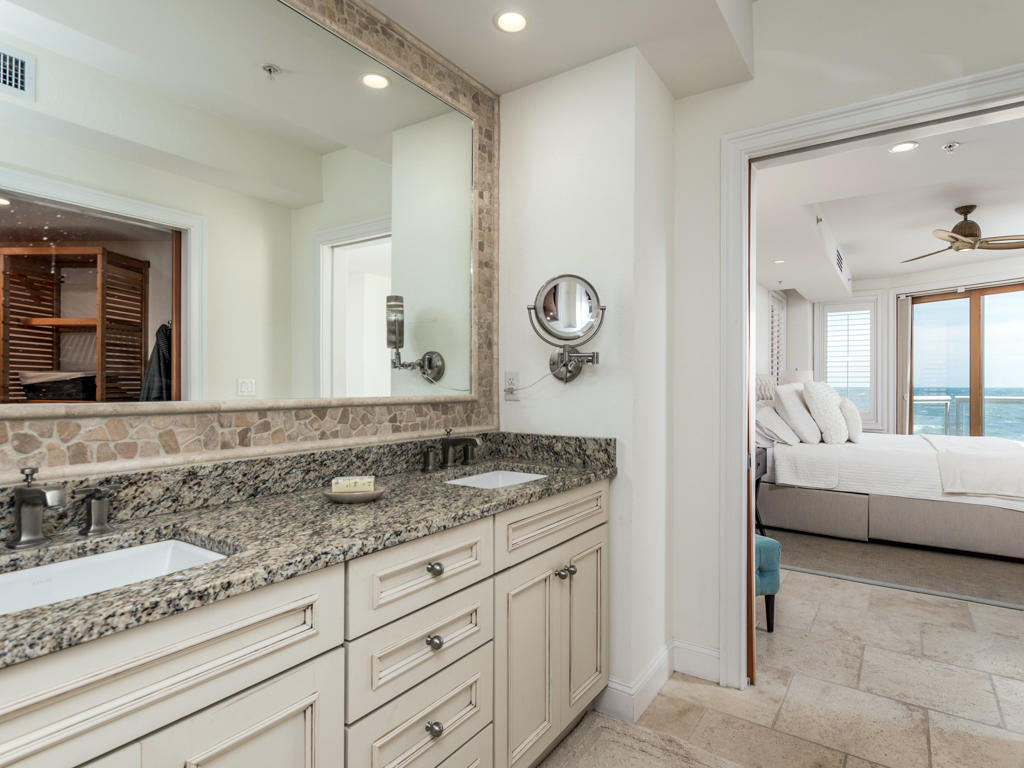 Acropolis, 4 - Master Bathroom
