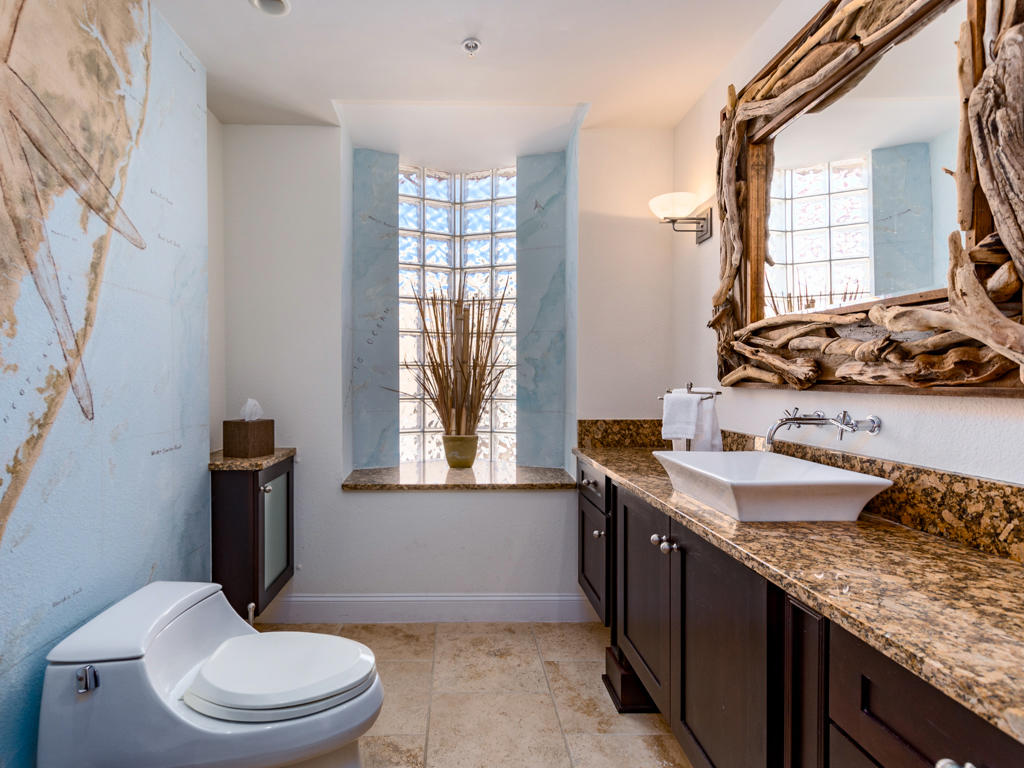 Acropolis, 4 - Hallway Bathroom