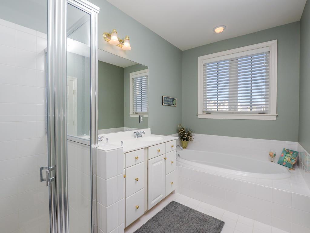 Sunset Island, 7 Fountain Drive West - Master Bathroom