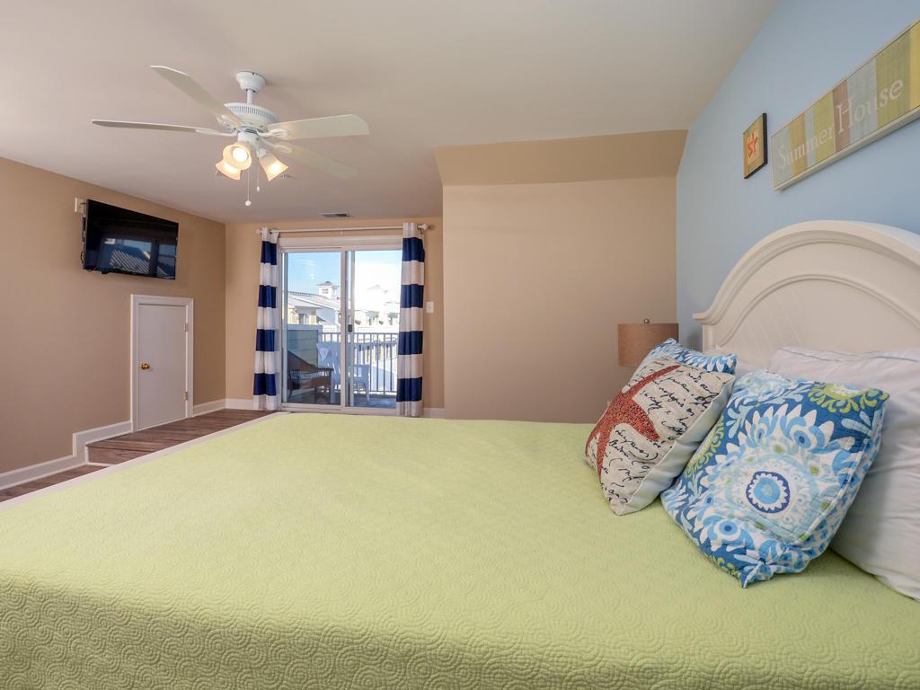 Sunset Island, 7 Fountain Drive West - Top Floor Bedroom