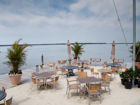 Sunset Island - Restaurant Area