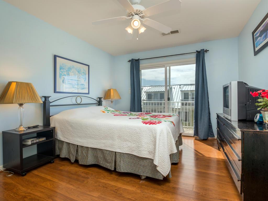 Sunset Island, 5 Corner Store Lane - Top Floor Bedroom