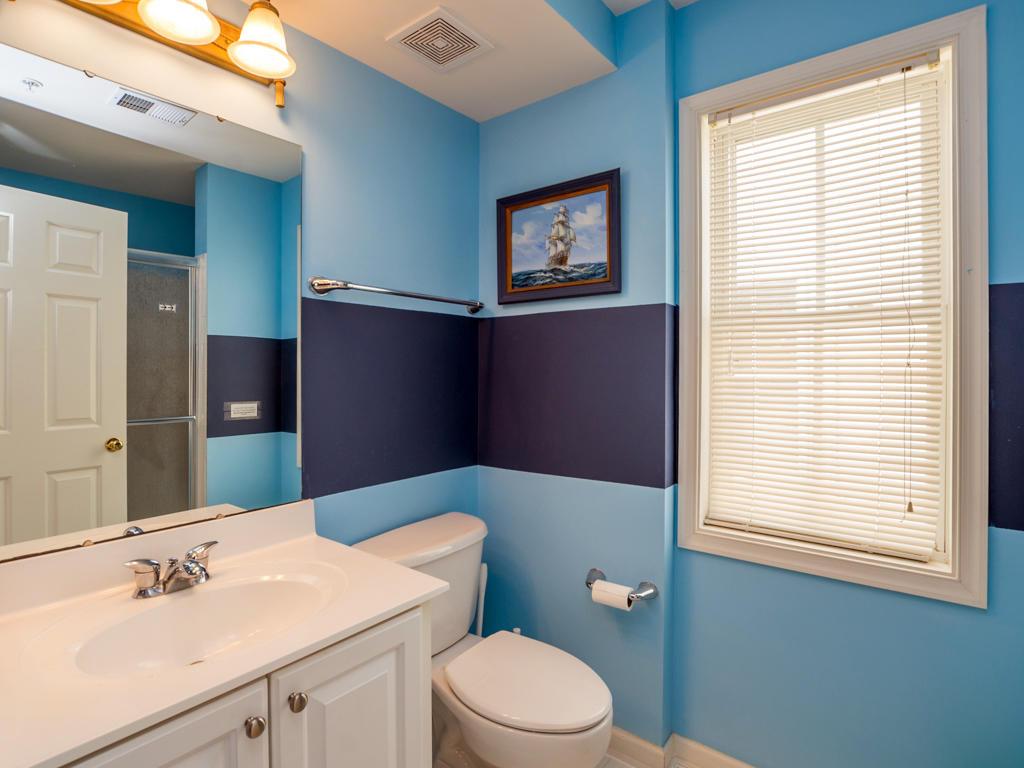 Sunset Island, 5 Corner Store Lane - Top Floor Bathroom