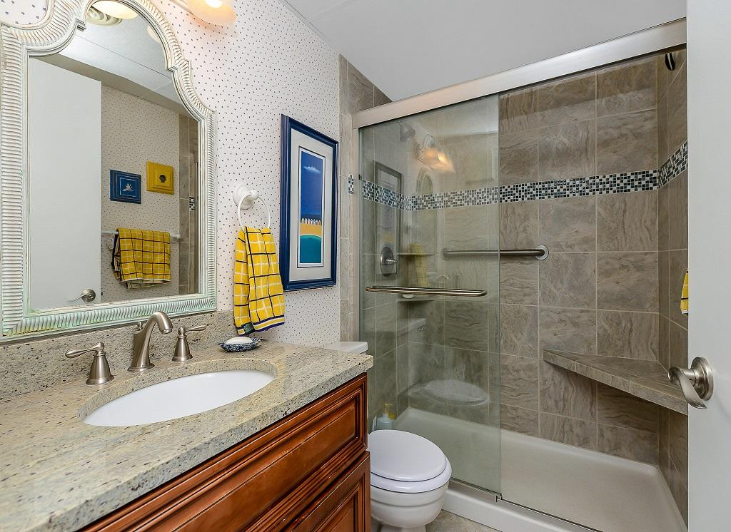 Excalibur, 304 - Master Bathroom
