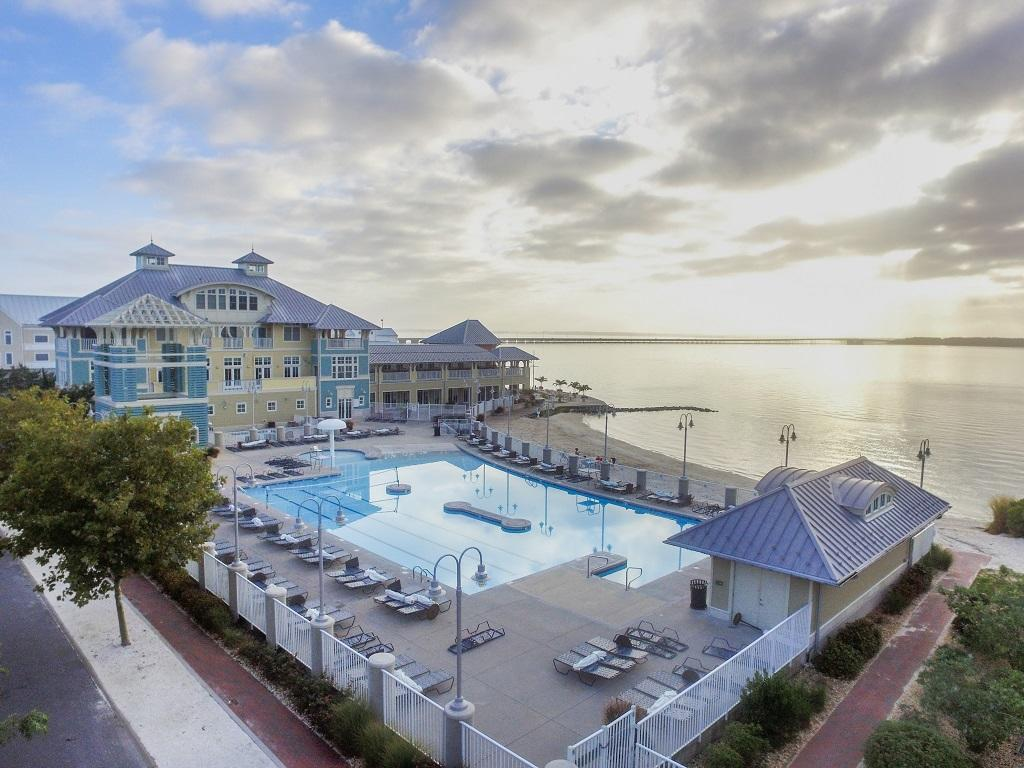 Sunset Island - Outdoor Pool and Club House