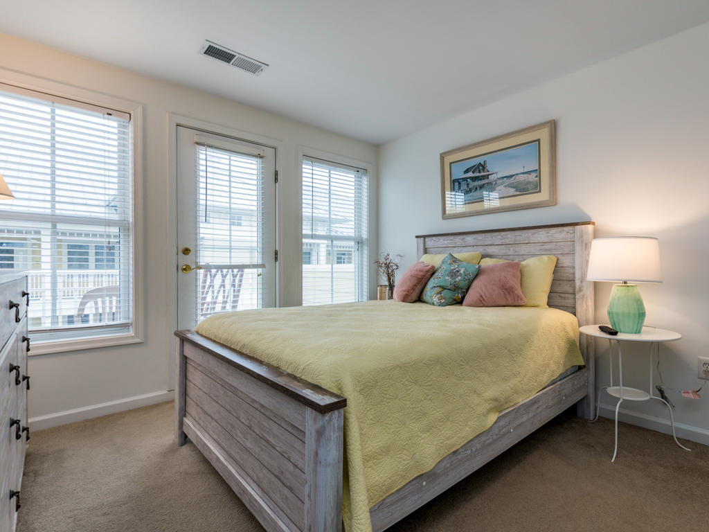 26 Island Edge Drive - Top Floor Bedroom