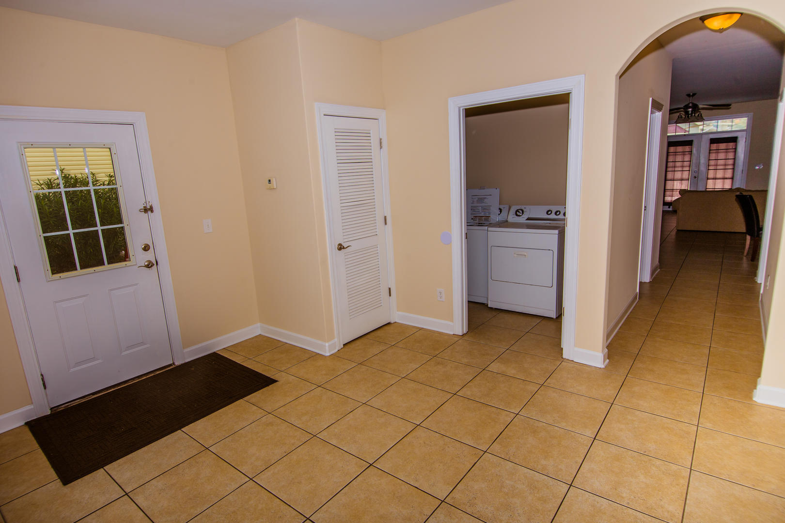 Ocean Breeze Cottage - Entryway and Laundry Area