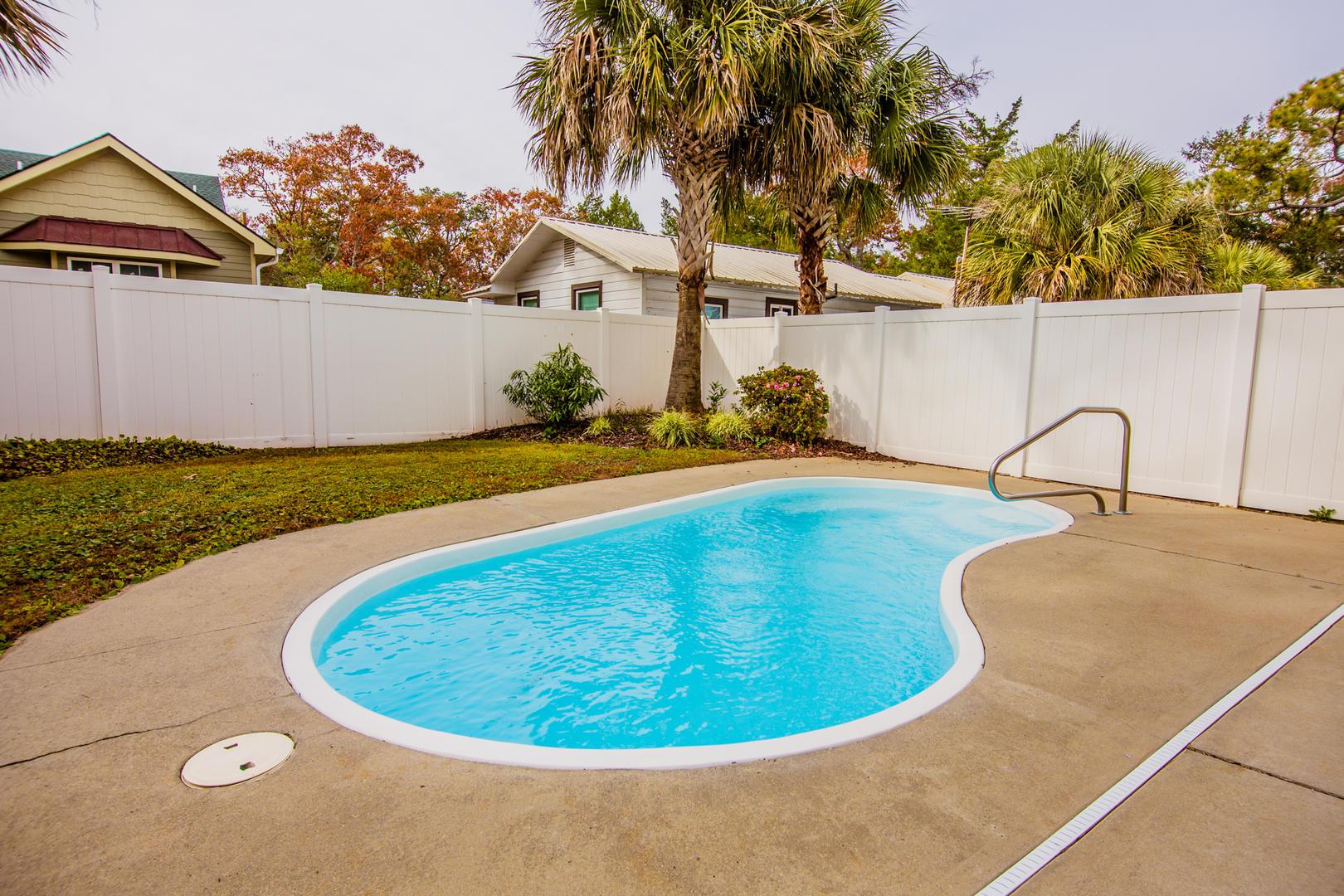 Ocean Breeze Cottage - Private Outdoor Pool in Backyard