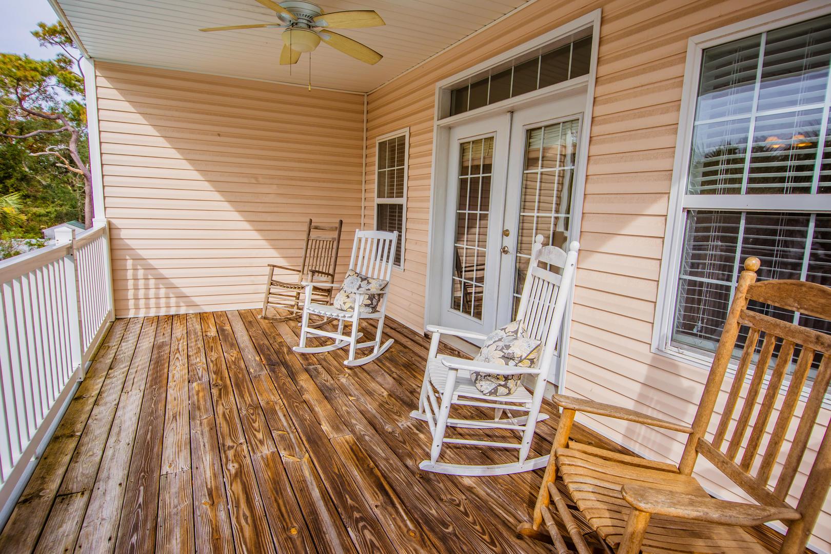 Ocean Breeze Cottage - Balcony