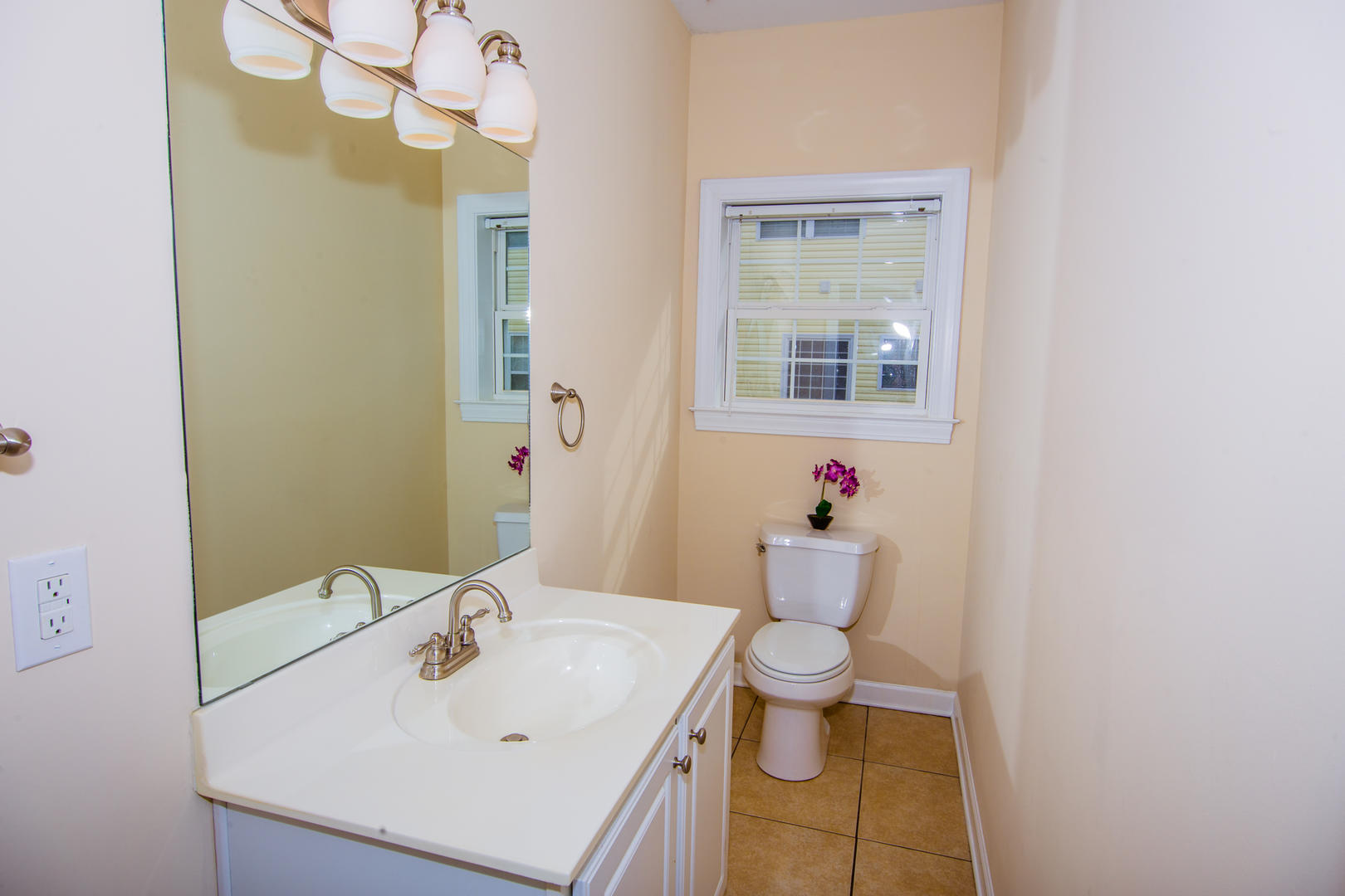 Ocean Breeze Cottage - Half Bathroom