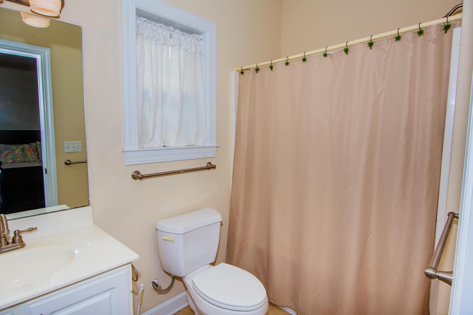 Ocean Breeze Cottage - Full Bathroom 2