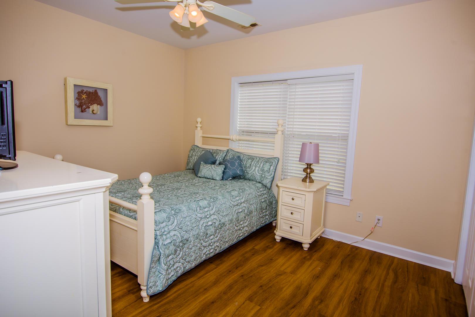 Ocean Breeze Cottage - Bedroom 3