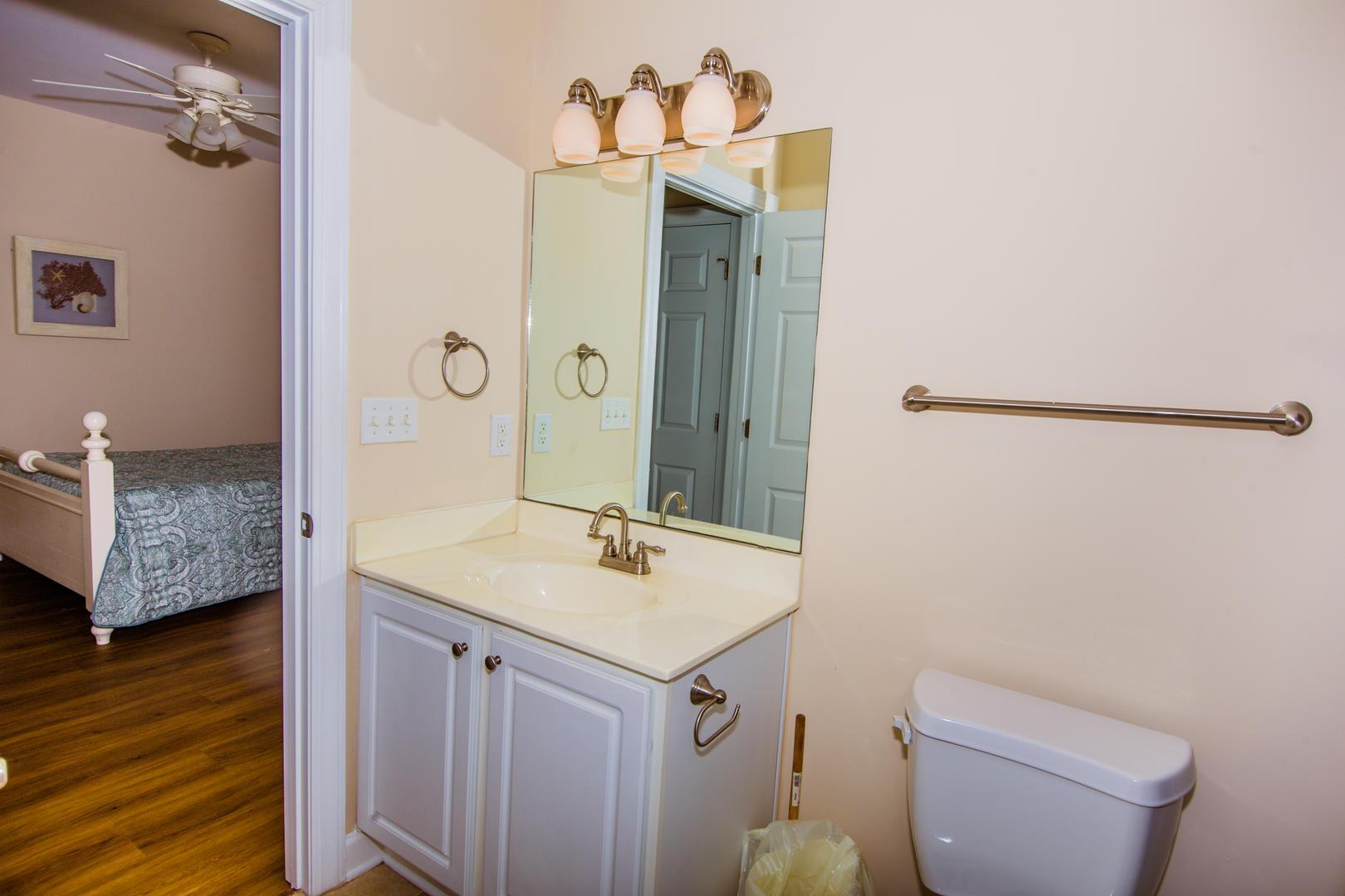 Ocean Breeze Cottage - Full Bathroom 3