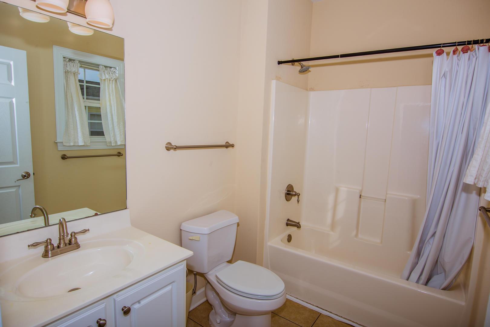 Ocean Breeze Cottage - Full Bathroom 4