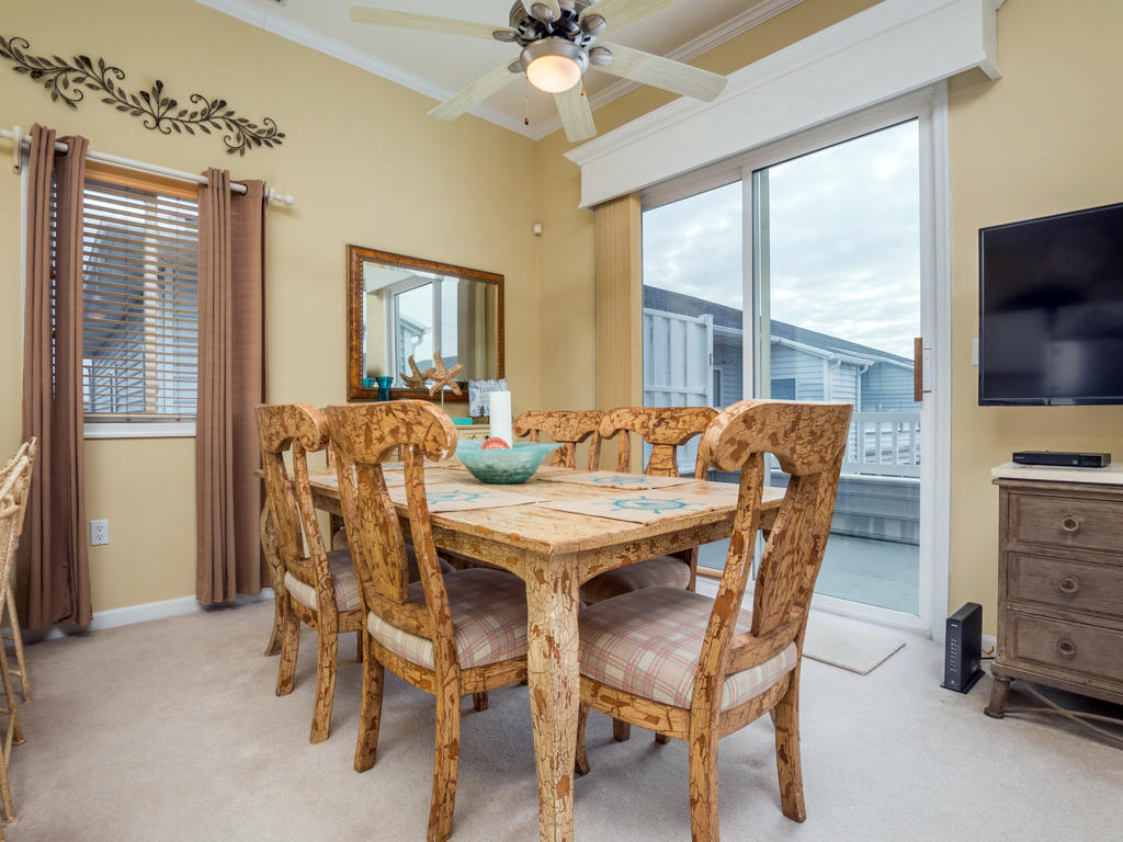 Harbour Towne 301D - Dining Area