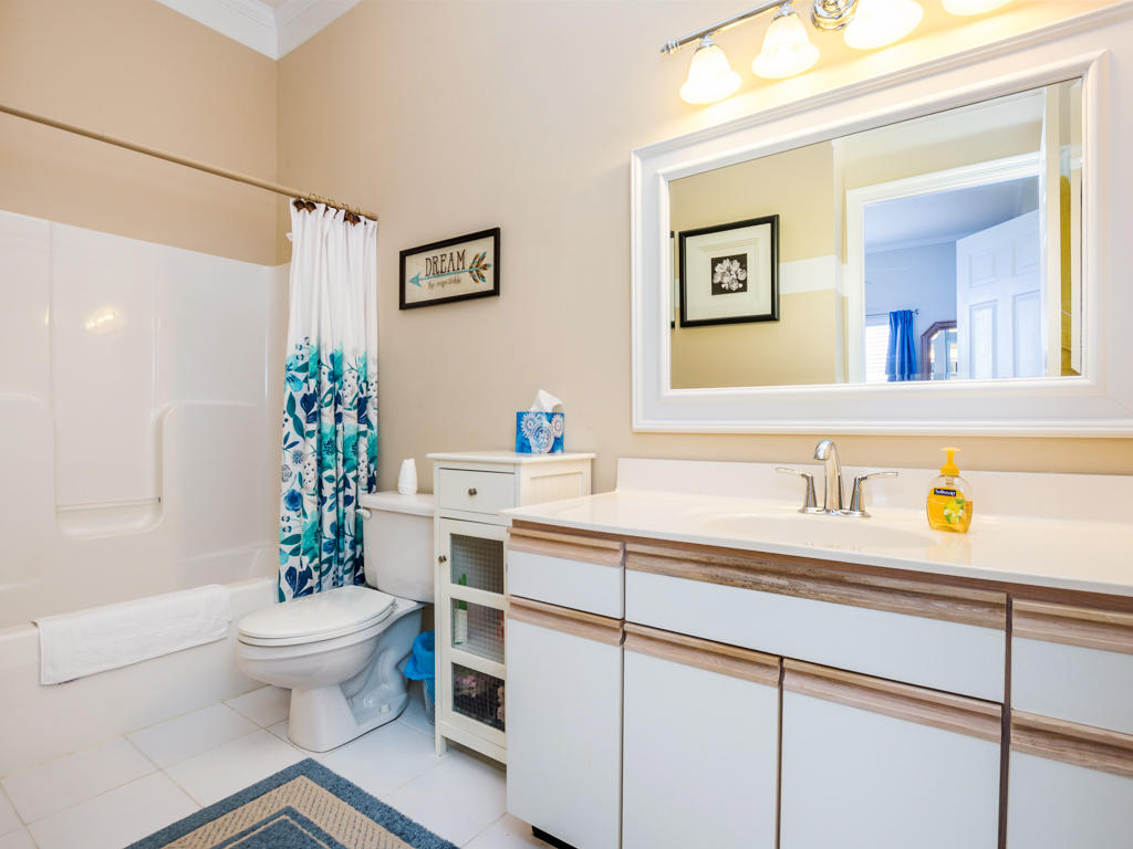 Harbour Towne 301D - Master Bathroom