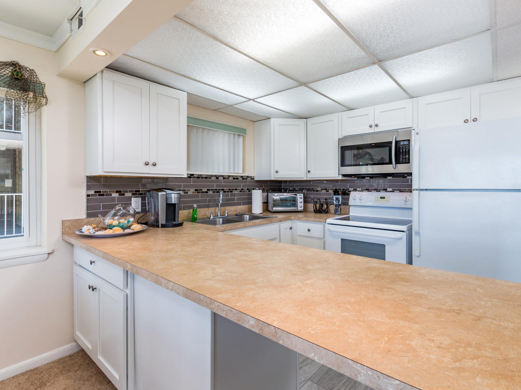 Thunder Island 46B - Kitchen
