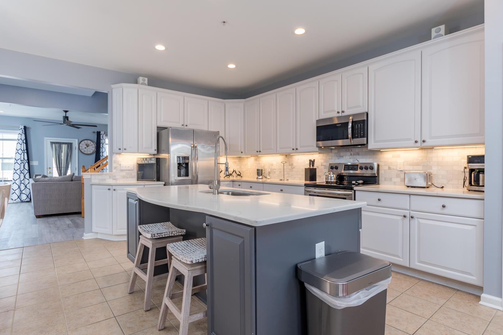 Sunset Island, 33 Sunset Island Drive - Kitchen