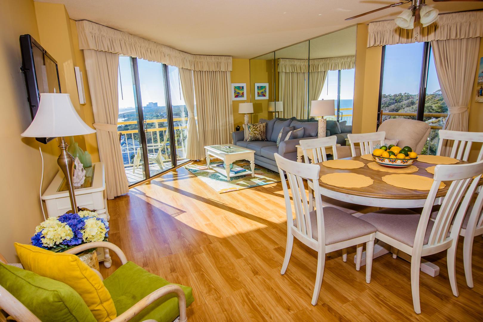 Ocean Creek NN9 - Living Room and Dining Area