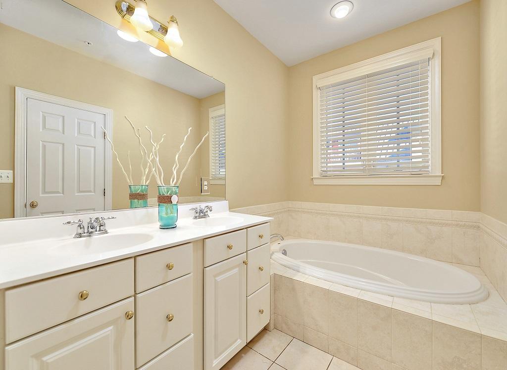 Sunset Island, 36 Sunset Island Drive - Master Bathroom