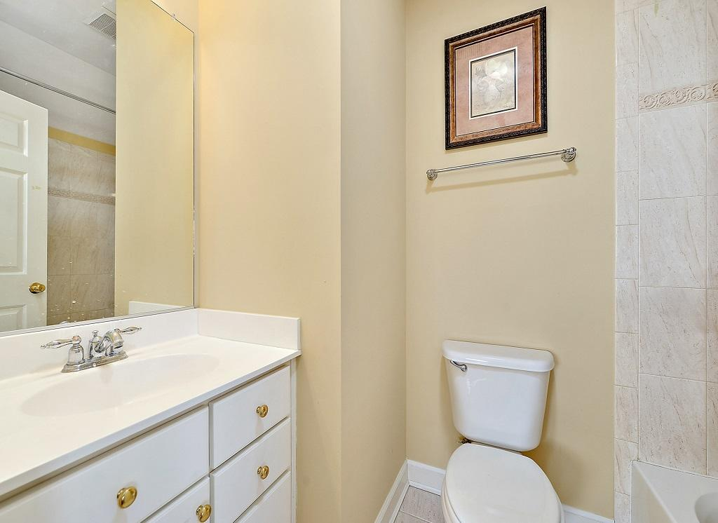 Sunset Island, 36 Sunset Island Drive - Top Floor Bathroom
