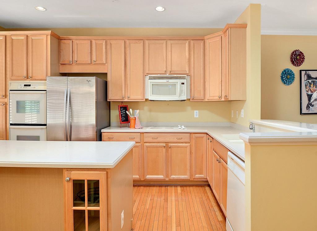 Sunset Island, 36 Sunset Island Drive - Kitchen Area