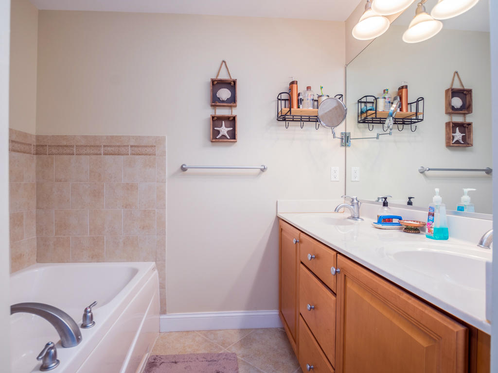 Mallard Cove 2 - Master Bathroom