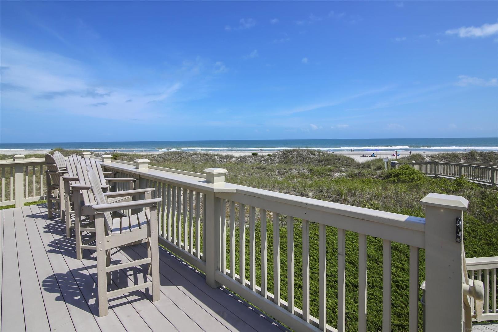 Ocean Creek Beach Cabana Grill - Deck with View