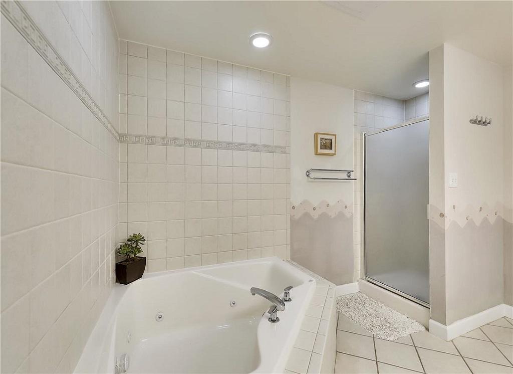 Avalon, 506 - Master Bathroom