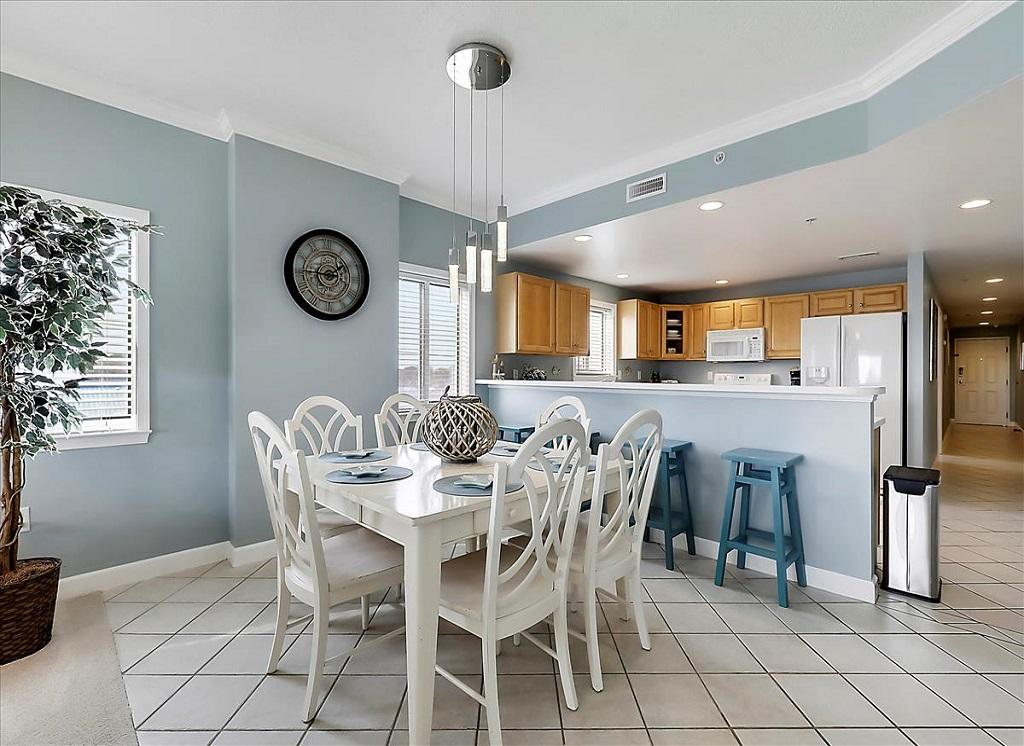 Avalon, 506 - Dining and Kitchen Area