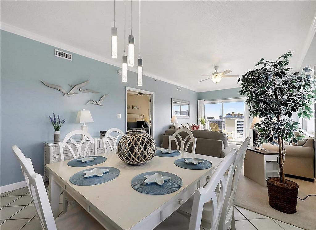Avalon, 506 - Dining Area