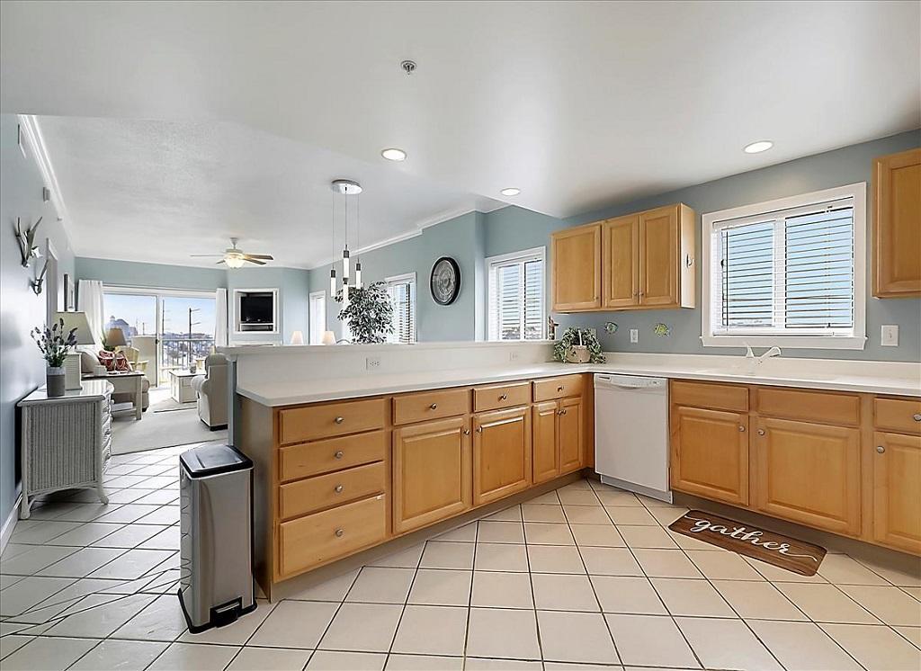 Avalon, 506 - Kitchen Area
